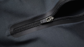 Rubberised lockable zipper on the Ocean Shorts: Granite edition. Buy at vollebak.com